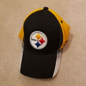 BNWOT Pittsburgh Steelers Reebok NFL Team Apparel Fitted Cap Hat Size S/M